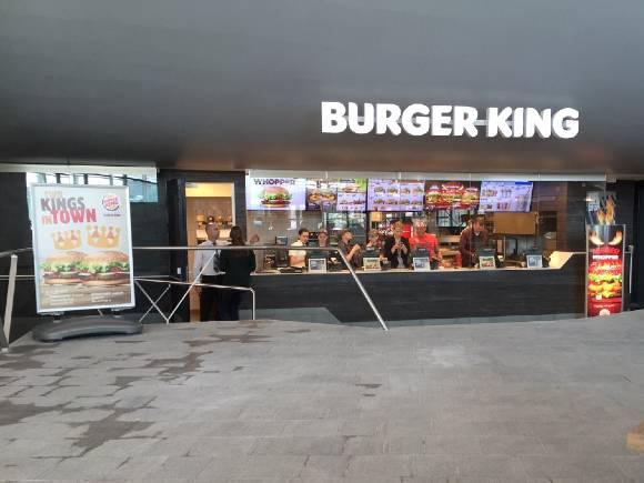 Geavanceerde horeca ontgeuringstechniek met de Ozone Blaster bij Burger King CS Arnhem. Geuroverlast horeca wordt zo voorkomen