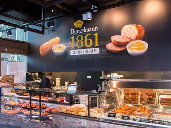 Dungelmann Turfmarkt in Den Haag minimaliseert geur en reduceert vette aanhechting in keuken luchtafvoerkanalen met de doelmatige ontgeuringsinstallatie Ozone Blaster.