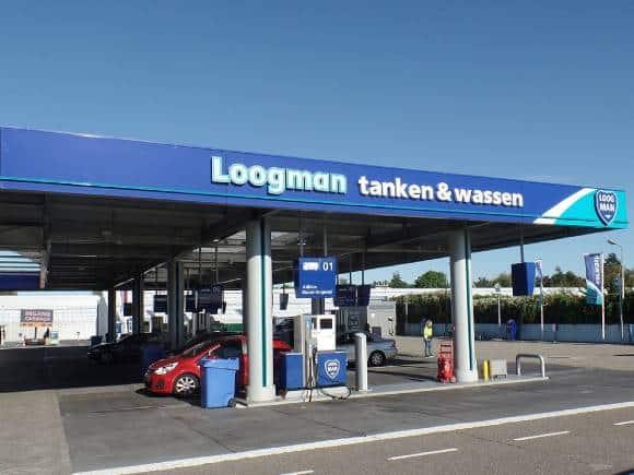 Tankstation Loogman in Aalsmeer voorkomt geuroverlast en vermindering van vette aanhechtingen in de luchtkanalen met een ontgeuringsinstallatie horeca van Ozone Blaster